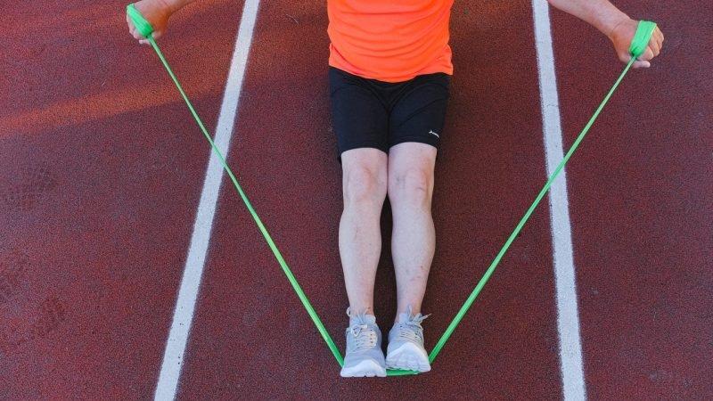 Esercizi con elastici: come usare le fasce di resistenza
